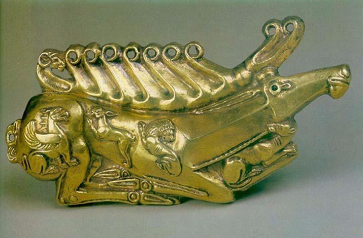 Золотая бляшка в виде оленя с подогнутыми ногами из Куль Обы.