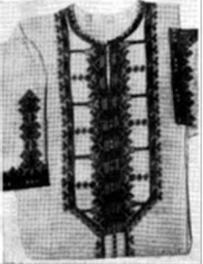Вышивка на женском платье (г. Чебоксары)