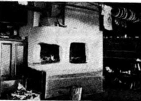 Внутренность карельской избы. Печь с камельком (с. Тихт-озеро)