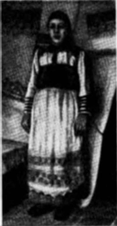 Замужняя женщина коми в национальном костюме