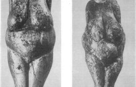 2. Женская статуэтка из поселения Костенки I. Бивень мамонта. 3. Женская статуэтка из поселения Костенки I. Бивень мамонта. Поздний палеолит. Поздний палеолит.