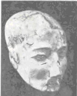 Человеческий череп, лицо которого моделировано при помощи глиняной массы; в глаза вставлены раковины каури. Иерихон, докерамический неолит B.