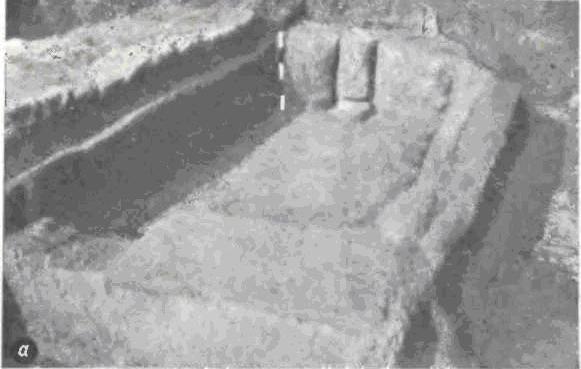 Небольшое святилище в Иерихоне (докерамический неолит В). Помещение с красной обмазкой и нишей, в которой находился грубо обработанный каменный столб (а).
