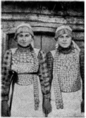 Девушки-кряшенки в национальных костюмах: (фото 1929 г.)