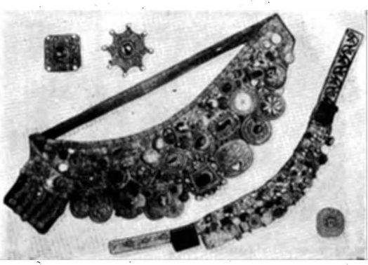 Татарское нагрудное украшение «хэситэ». Сверху и снизу отдельные бляхи