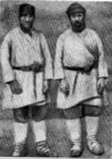 Удмурты в рабочих костюмах (фото 1930 г.)