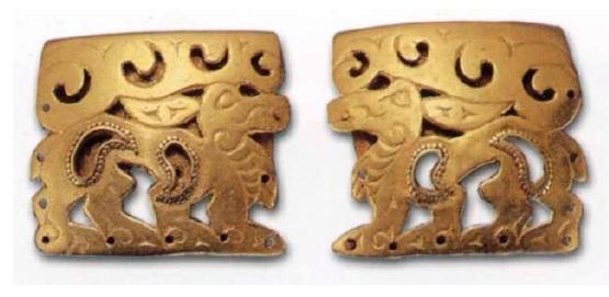 Две оковки закраин деревянного сосуда. IV век до н. э. Золото. 4,2 х 3,9 см; 4,2 х 3,65 см. Филипповский курганный могильник. Курган 1. МАЭ УНЦ РАН. Инв. № 831/36, 37