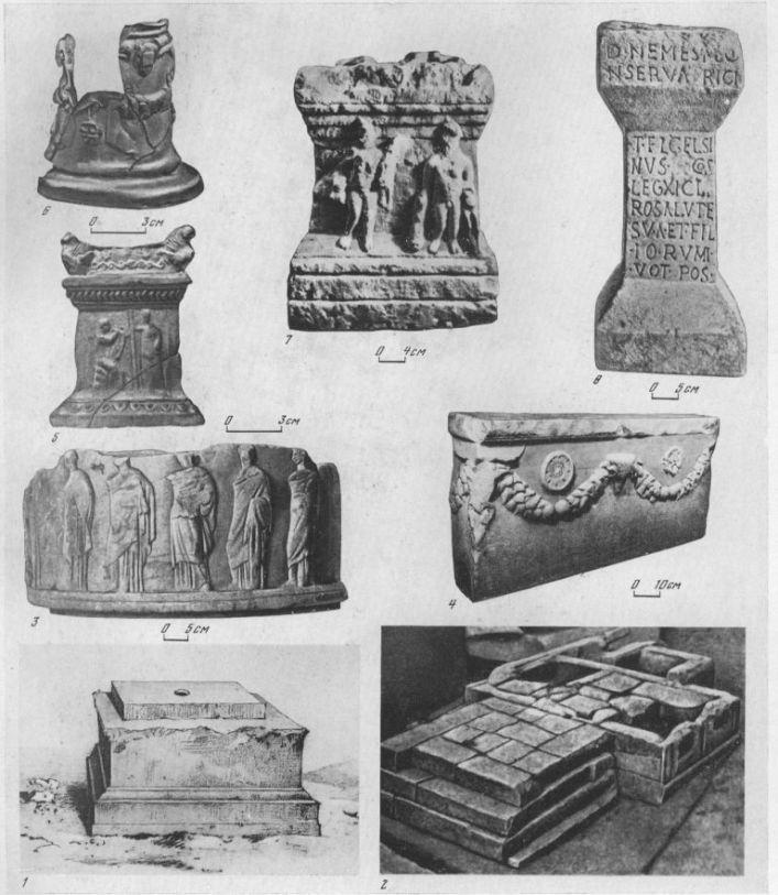Таблица С. Алтари и жертвенники 1 — алтарь V в. до н. э. из Ольвии; 2 — алтарь-эсхара из кургана Большая Близница, IV в. до н. э.; 3 — алтарь с изображением шествия, конец V — начало IV в. до н. э.,е Ольвия; 4 — алтарь с гирляндами из Херсонеса, III в. до н. э.; 5 — терракотовый алтарик из Херсонеса, III в. до н. э.; 6 — круглый терракотовый алтарик из Ольвии, I в. н. э.; 7 — алтарь с изображением Геракла и Гермеса, II в. н. э., Херсонес; 8 — алтарь Немезиды из Херсонеса, IV в. н. э. 1, 2, 7—известняк; 3, 4, 8 — мрамор; 5, 6 — терракота. Составитель М. М. Кобылина