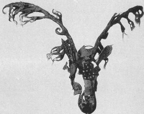 74. Конская маска с оленьими рогами. Пазырык, первый курган.