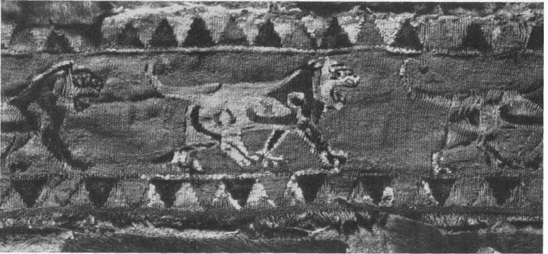 84. Шерстяная ткань с фризом из львов. Пазырык, пятый курган.