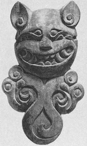 90. Деревянная подвеска — голова тигра в фас. Туэкта, первый курган.