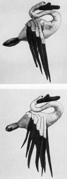 96 а, б. Войлочные скульптуры лебедя. Пазырык, пятый курган.