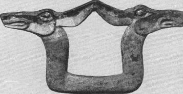 109. Бляшка — пара головок косули. Куйлуг-Хем.