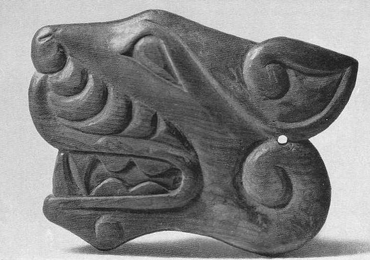 59. Деревянная бляшка — профильная голова зверя. Алтай, коллекция Фролова.