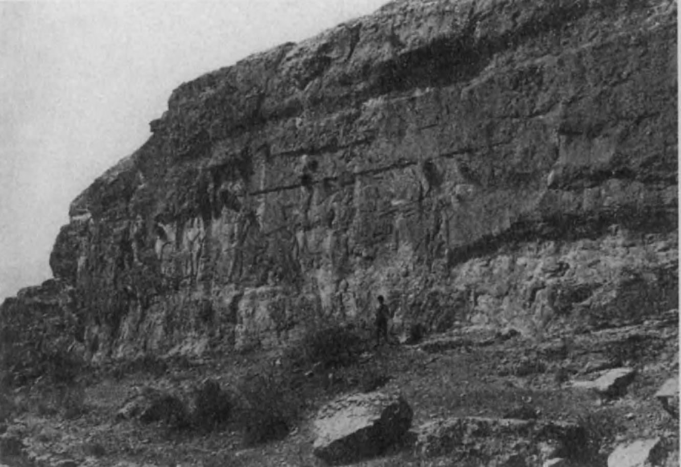 84. Фирузабадский рельеф, изображающий победу Ардашира над Артабаном