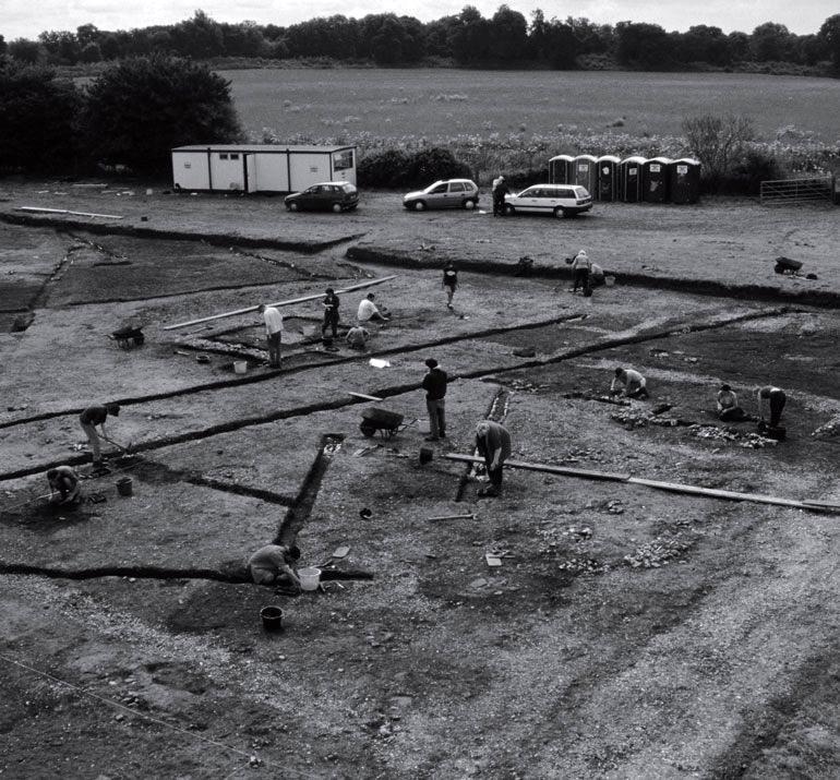 Пример раскопок, при которых раскрываются сооружения, построенные в когда-то оживленном римском городе, Сильчестер, Англия
