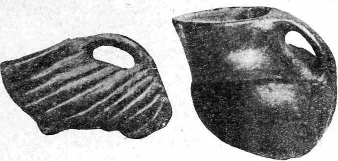 Рис. 22. Сосуды типа аска (культура Гумельниты).