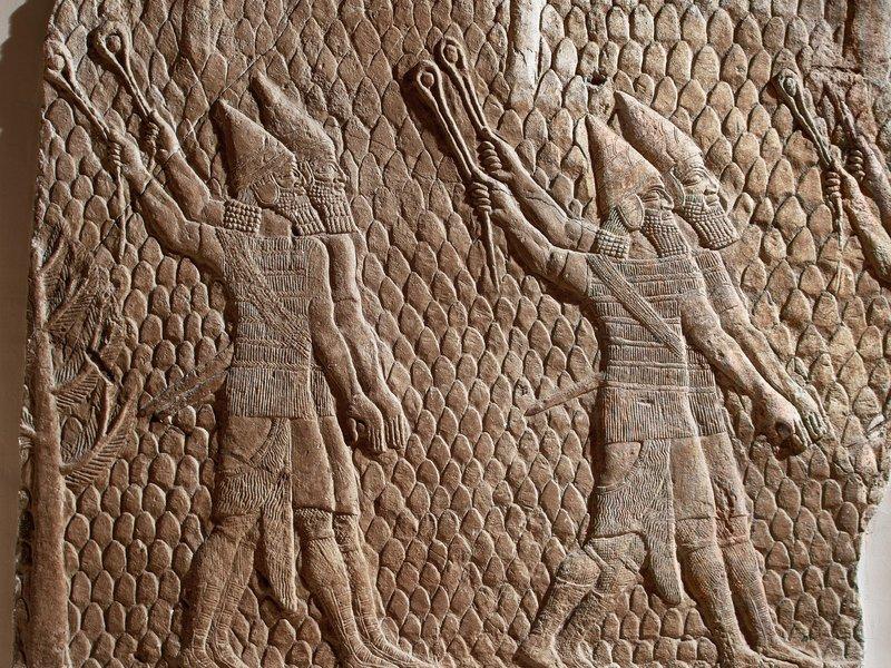 Рельеф с изображением ассирийских солдат (Британский музей).