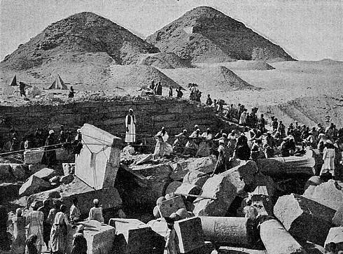 Абусир. Раскопки команды Л. Борхардта в припирамидном комплексе Сахура.