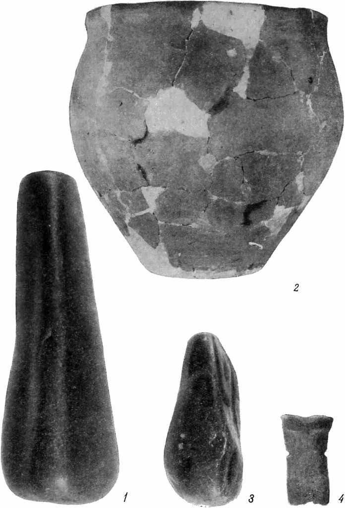 Рис. 28 б — находки из нижнего слоя III раскопа