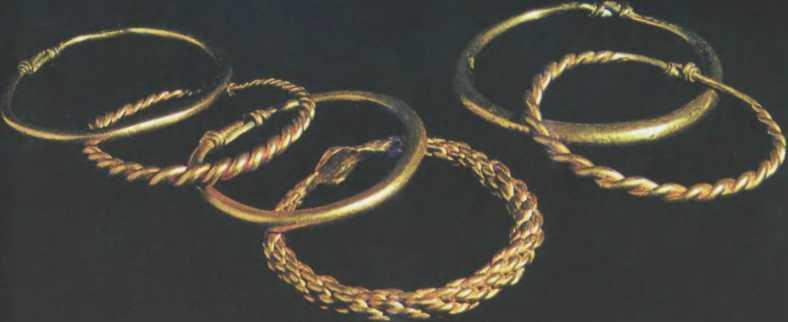 Золотые браслеты из клада X в., найденного в Киеве в 1913 г.