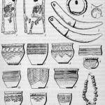 Андроновская культура: 1, 2 - скорченные погребения; 3, 4 - бронзовое кольцо и бляшка; 5 - серпы; 6-15 - керамические сосуды; 16 - бронзовые бусы