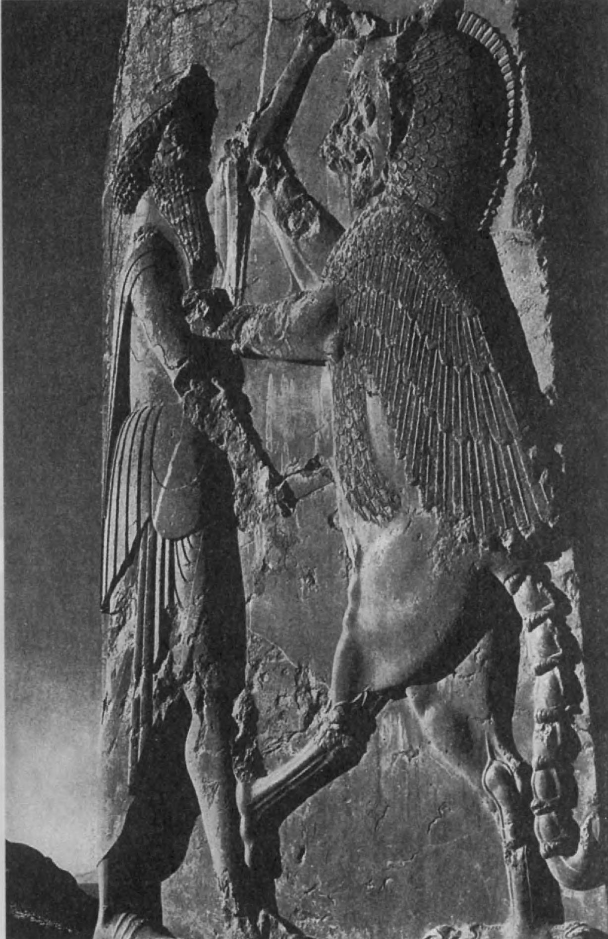 68.Дарий поражает крылатого льва. Персеполь