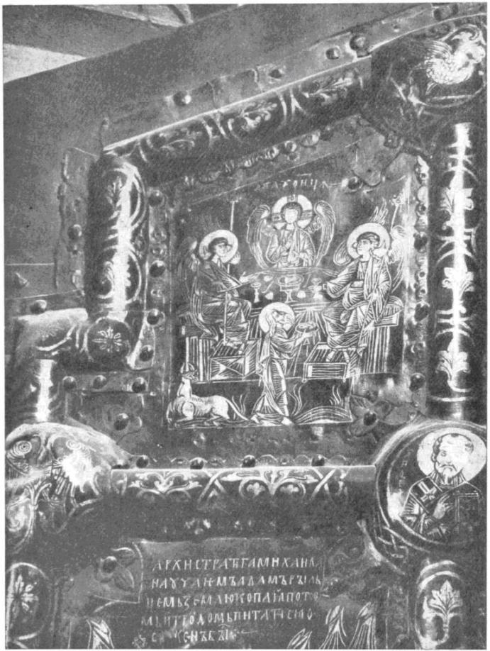 Рис. 2. Рождественский собор в Суздале. Южные двери. Фрагмент. На «умбонах» рамки изображены птица и двуглавый орел