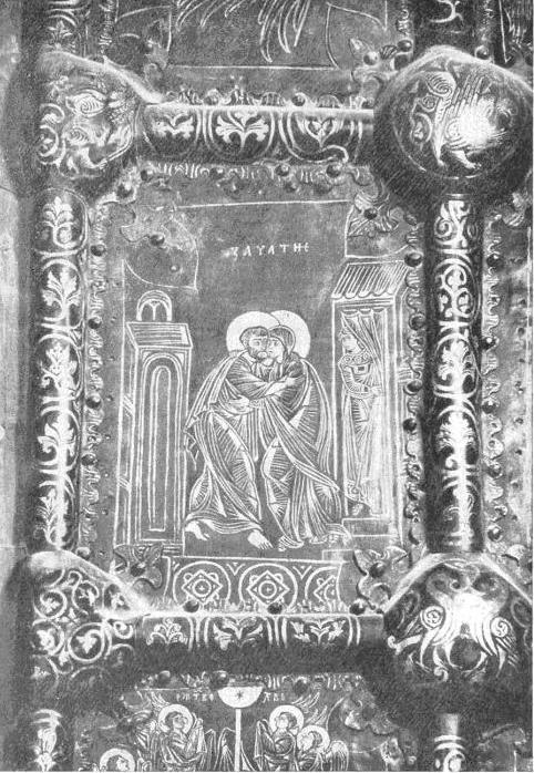 Рис. 1. Рождественский собор в Суздале. Западные двери. Фрагмент. На «умбонах» рамкп изображены борьба льва с драконом, грифон и две птицы