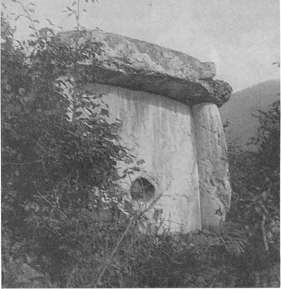 39. Дольмен близ Сухуми Известняк. II тыс. до н. э.