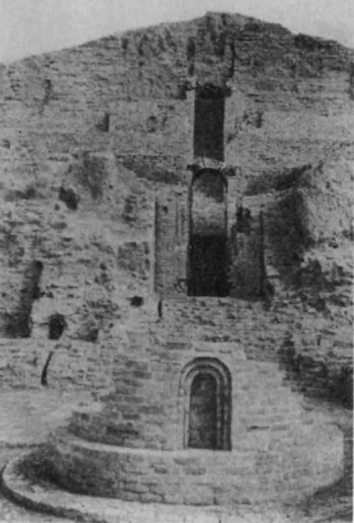 11.Эламский зиккурат Дур-Унташи в Чога-Замбиле (около Суз). В древности, еще до прихода иранцев, эламские племена господствовали на равнинах Хузистана, а их культура распространялась далеко на восток, на территорию Иранского нагорья
