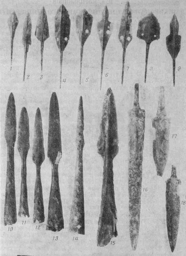 Рис. 1. Елыкаевский клад. Образцы железного оружия: 1—9 — стрелы; 10—15 — копья; 16—18 — кинжалы; 19 — сабля