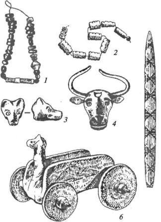 Алтын-депе, комплекс периода Намазга V: 1, 2 — каменные бусы; 3, 4 — золотые головки волка и быка; 5 — изделие из кости; 6 — терракотовая модель повозки