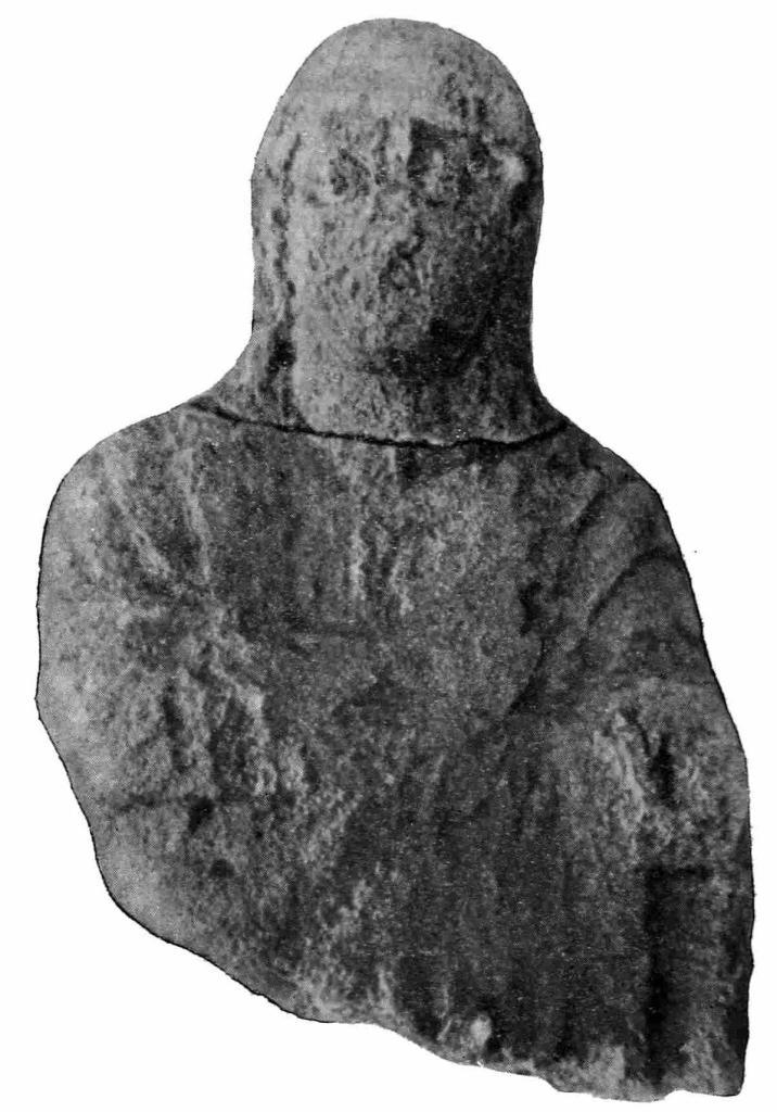 Рис. 51. Известняковая статуя женщины из заклада могилы I в. н. э.
