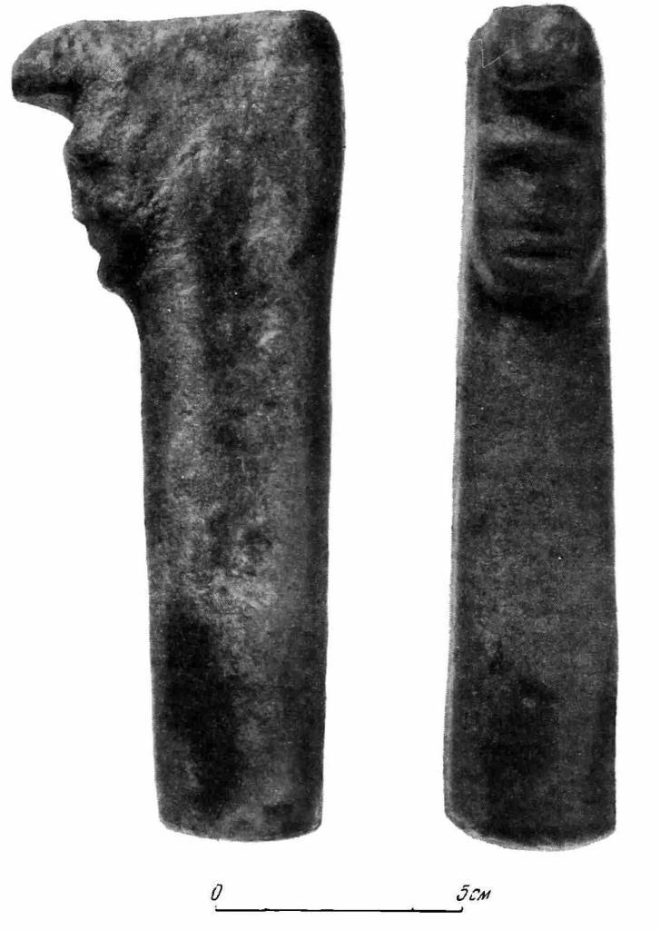Рис. 12. Каменная фигурка из Семипалатинской области.