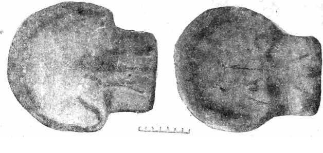 Рис. 8. Формы для отливки бронзовых орудий, найденные на территории Армянской ССР.