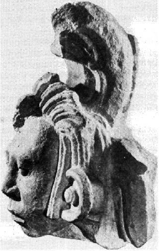 Рис. 67. Майя. Часть каменного фриза.
