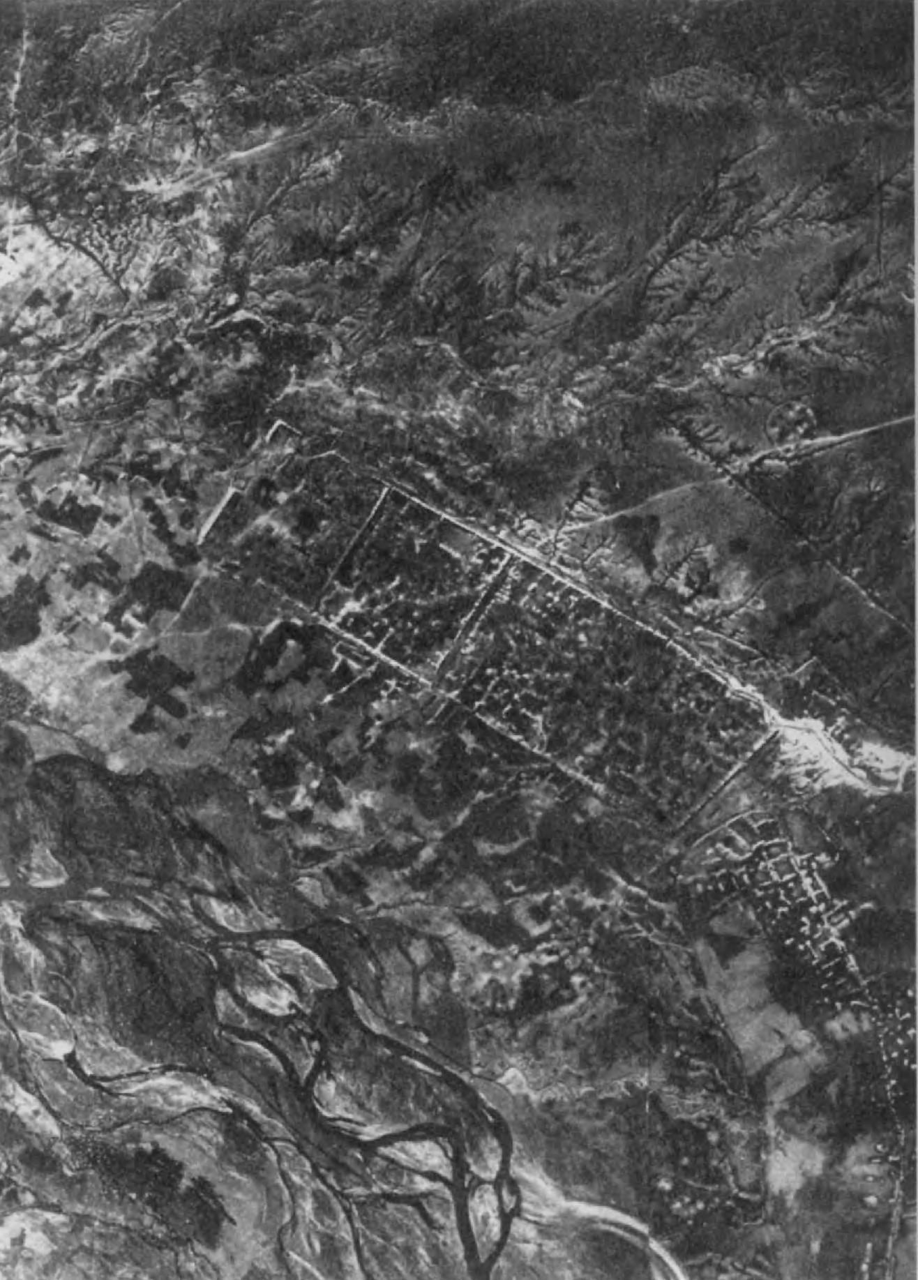 7. Кут-и Гапу — нераскопанное парфянское городище к северу от Суз. Этот обнесенный стеной город относится, видимо, ко II или III в. и, может быть, соответствует городу Айван-и Карха.