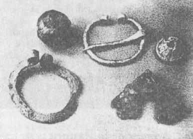 Рис. 144. Гирьки и металлические украшения из Старой Ладоги