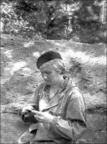 И.Г. Глушков — школьник в археологической экспедиции. Омская область. 1970-е гг.