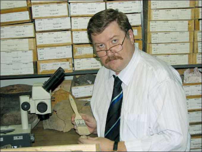 И.Г. Глушков в Лаборатории по изучению традиционных систем жизнеобеспечения народов Севера СурГПУ. г. Сургут. Сентябрь 2006 г.