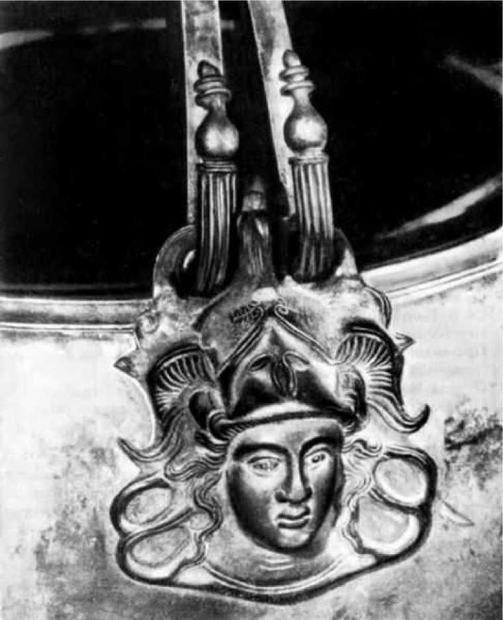 Голова Афины на ситуле V в. до н.э. Из находок на затонувшем челне. Р. Супой (левый приток Днепра) у с. Песчаное