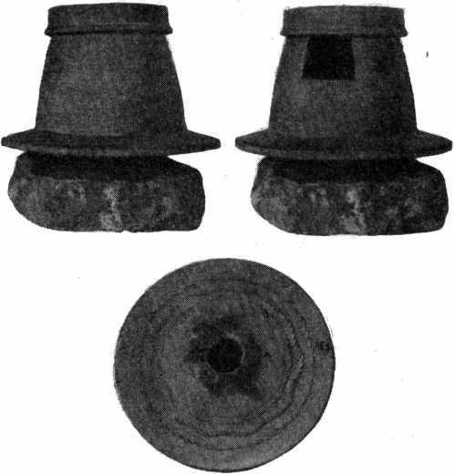 Рис. 26. Этнографический образец глиняного гончарного круга с окошком (с. Мегри, южная часть Армении)