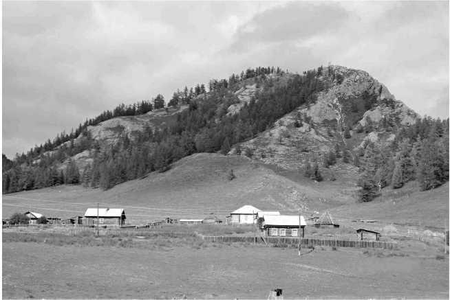 Рис. 1. Священная гора у с. Шыргайты Шебалинского района Республики Алтай, называемая «Чанкыр»