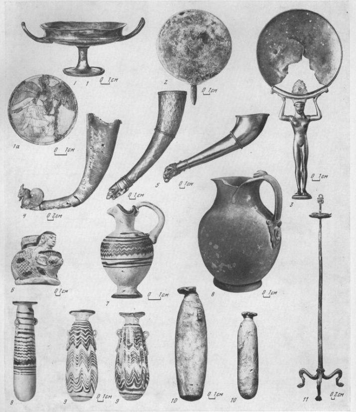 Таблица LXVII. Предметы греческого импорта VI—V вв. до н. э. 1 — серебряный килик и медальон на дне килика (Афины), V в. до н. э.; 2 — бронзовое зеркало, У в. до н. э.; 3 — бронзовое зеркало с ручкой (Иония), VI в. до н. э.; 4 — серебряный ритон (Иран), V в. до н. э.; 5 — золотые ритоны, V в. до н. э.; (I — стеклянный фигурный сосуд (Навкратис?), VI в. до н. э.; 7 — миниатюрная ойнохоя «финикийского стекла», V в. до н. э.; 8 — бронзовая ойнохоя (Самос), V в. до н. э.; 9 — алабастры «финикийского стекла», V в. до н. э.; 10 — алебастровые алабастры, VI—V вв. до н. э.; 11 — бронзовый канделябр, V в. до н. э.  1, 2, 4, 5, 11 — Семибратние курганы; 3 — Анновка (Николаевская обл.); 6, 9, 10 — Ольвия;..7 — Елизаветовский могильник; 8 — Нимфей. Составитель И. Б. Брашинский