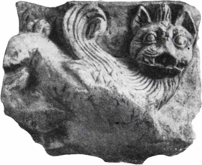 Рис. 6. Скульптурный блок из Термеза (Бактрия —Тохаристан). Мергелистый известняк. I в. н. э.
