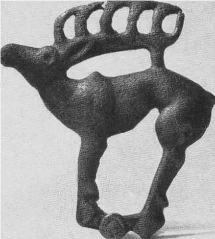 Бронзовая пряжка — стоящий олень. Уйгарак, курган №41.