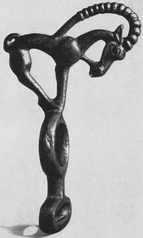 Бронзовая скульптура козла, стоящего на кольцах. Тасмола, курган №2.
