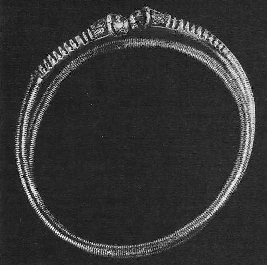 Золотой браслет с инкрустациями на концах. Аму-Дарьинский клад.