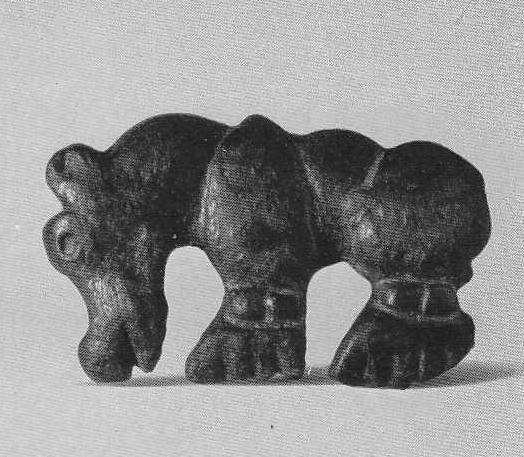 Бронзовая бляшка — медведь. Тамды, курган №10.